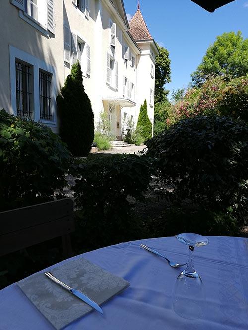 Table extérieur pour un brunch au Chateau de Chaulnes à Grenoble